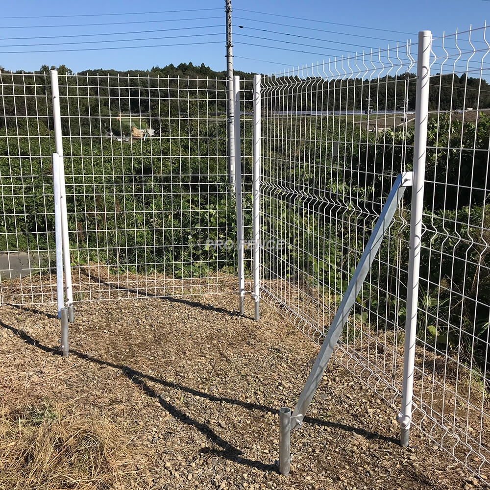 M-shaped welded wire mesh fence (8)
