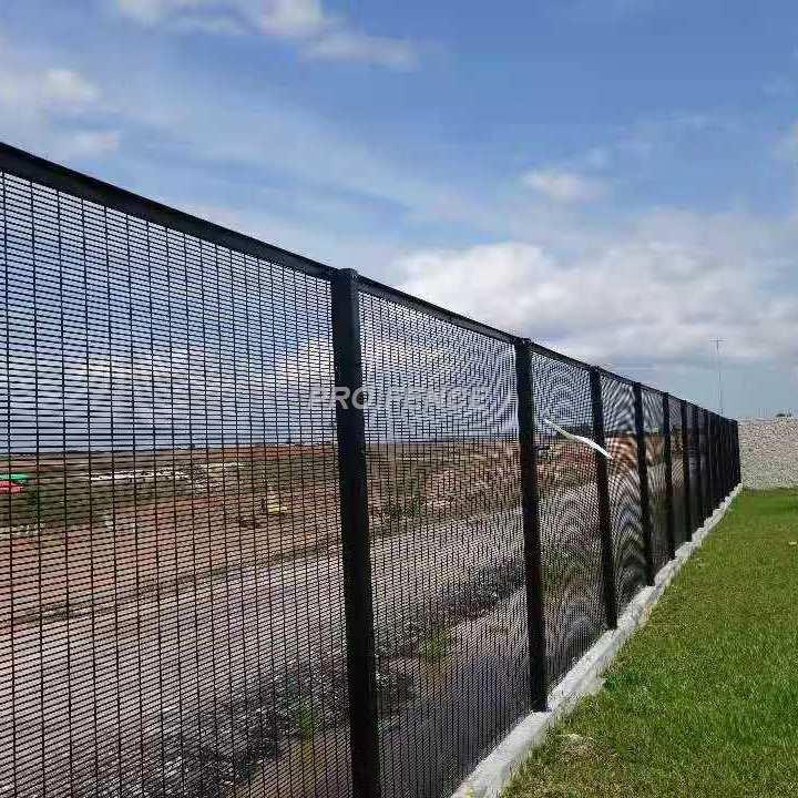 358 High security wire mesh fence for prison military application (1)