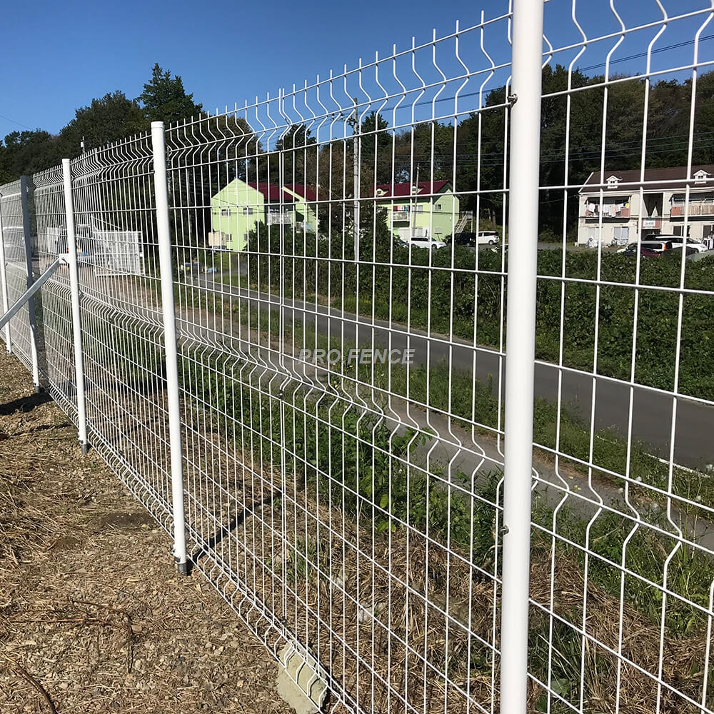M-shaped welded wire mesh fence (7)
